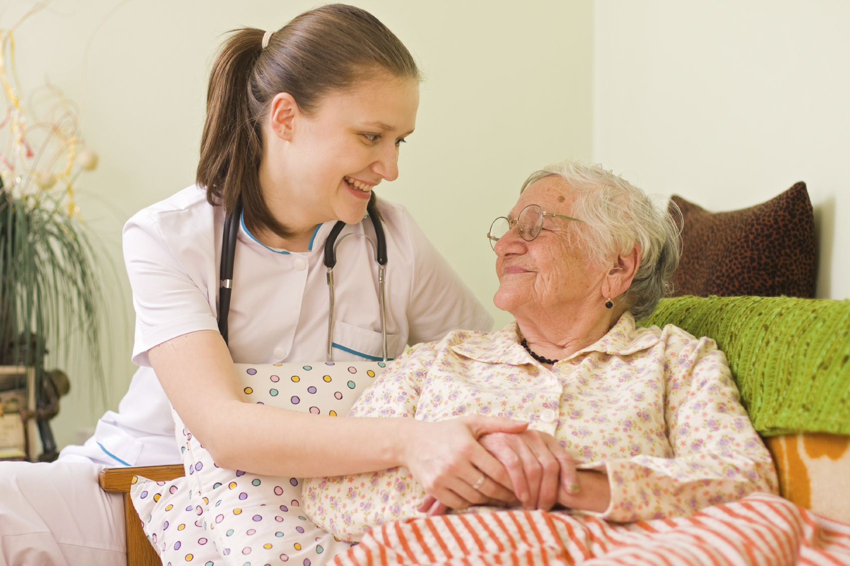 Yaşlı Bakıcı - Hasta Bakıcı Nasıl Bulunur?